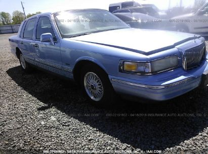 1995 LINCOLN TOWN CAR SIGNATURE/SPINNAKER