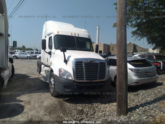 2012 FREIGHTLINER CASCADIA 125, 25636776 | IAA-Insurance Auto Auctions